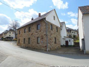 Charaktervolles Bruchsteinhaus mit Nebengebäuden im Eifelhöhenort Lind 53506 Lind, Bauernhaus