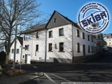 Wohnhaus mit kleinem sonnigen Garten und Garage in Kempenich in der Eifel 56746 Kempenich, Einfamilienhaus