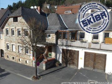 Alte Schule mit Bruchsteinmauern im Zentrum von Adenau 53518 Adenau, Einfamilienhaus