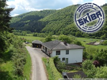 Walmdach-Bungalow am äußersten Ortsrand mit schönem Ausblick über die Eifel 53520 Dümpelfeld-Niederadenau, Einfamilienhaus