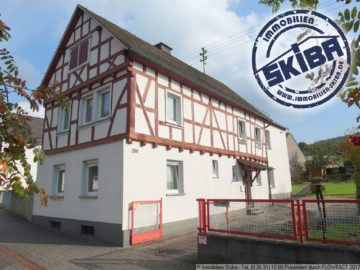 Freistehendes Fachwerkhaus mit Garten und Garagen in der Eifelstadt Adenau 53518 Adenau, Einfamilienhaus