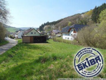 Großes Baugrundstück am äußersten Ortrand von Adenau – ideal auch für Tierfreunde 53518 Adenau, Wohnen