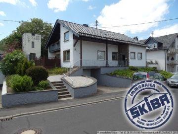 Großzügig geschnittenes Einfamilienhaus mit Garten in ruhiger Lage von Kelberg 53539 Kelberg, Einfamilienhaus