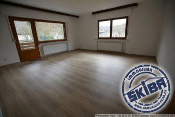 Geräumige 4 Zimmer Wohnung mit großem Sonnenbalkon und Ausblick ins Grüne 53518 Adenau-Breidscheid, Wohnung